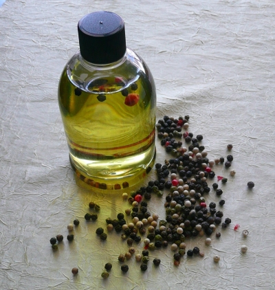 Manufacturers Exporters and Wholesale Suppliers of Black Pepper Oil Mandsaur Madhya Pradesh